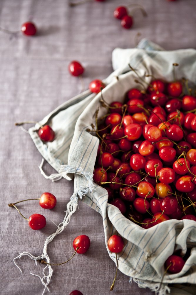 Juicy cherries are full of lovely antioxidants and are fantastic for muscle recovery after a tough gym session or for other aches and pains - www.themamadaze.com